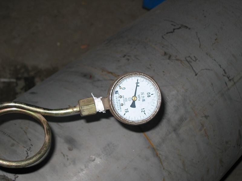 正在试压的不锈钢外壳换热器